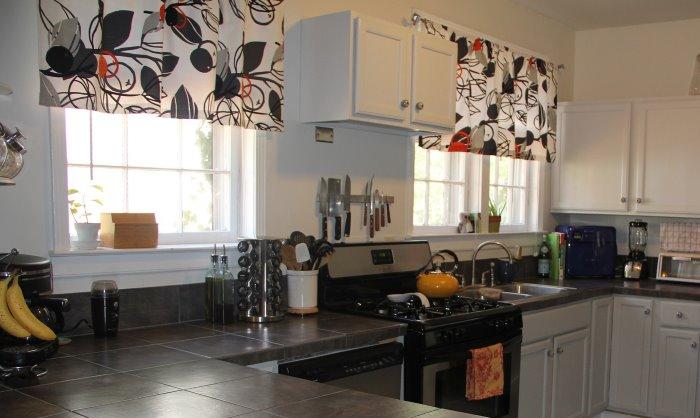 Beautiful rinnovare la cucina con tende e accessori with - Rinnovare le ante della cucina ...
